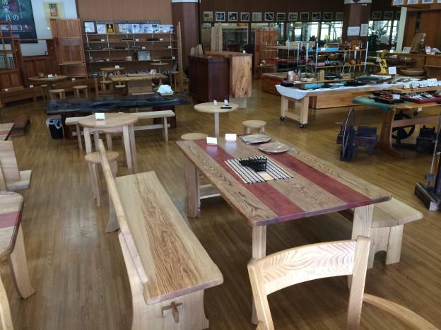 栗の木の食卓