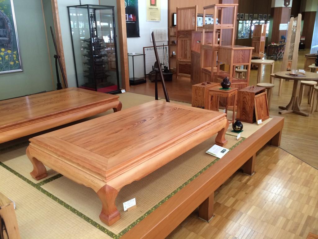 松の木の座卓