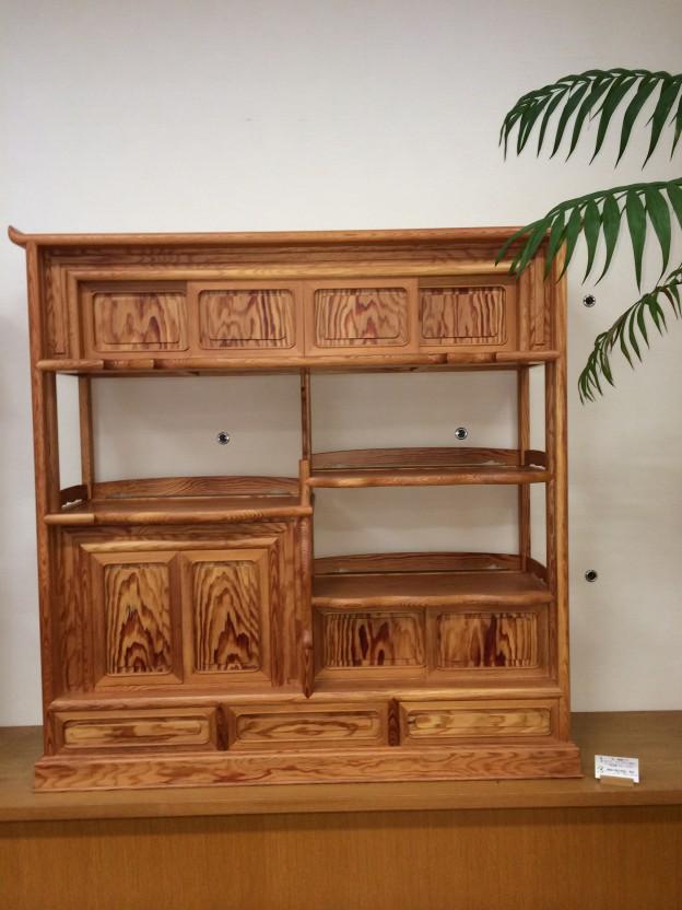 松の木の飾り棚