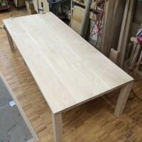 栗のテーブル