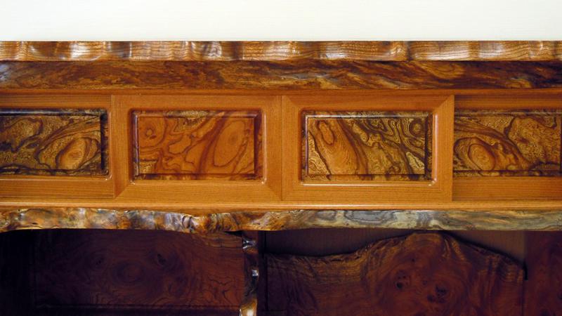 欅玉杢飾り棚4尺 上部4枚の引き戸