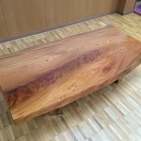 ケヤキの自然テーブル