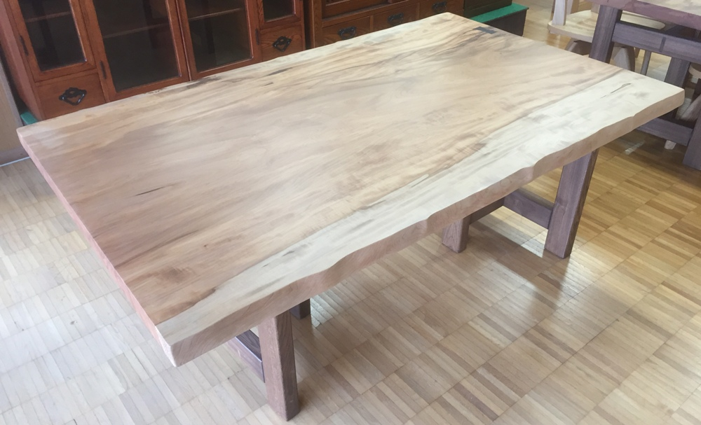 栃材テーブル
