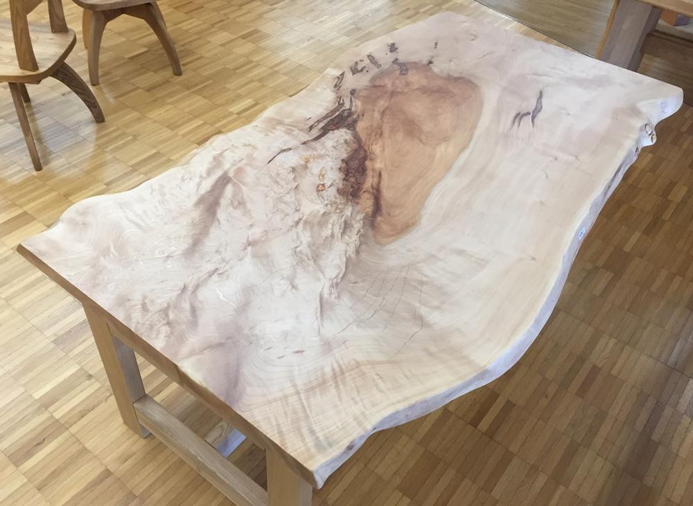 栃のダイニングテーブル